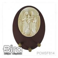 Porta Chaves Oval em Madeira Sagrada Família em Resina - 12x16cm - Cód. PCMSF814